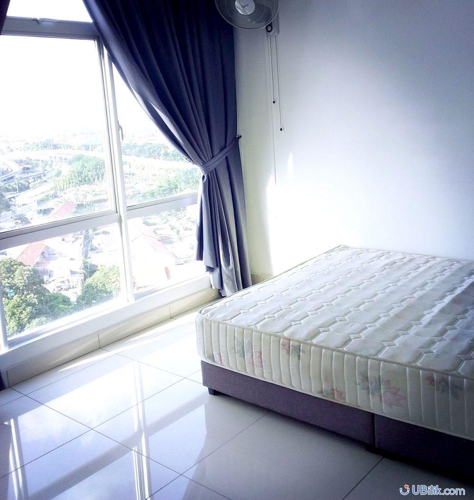 Medium-room-at-Sky-Habitat-for-rent-Walking-Distance-to-CIQ-Johor-Bahru-Ubilik-room-hostel-rental